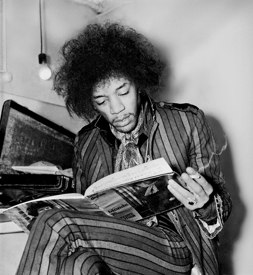 Jimi Hendrix reading Blonde on Blonde at the Astoria, London, 1967 © Colin N. Purvor