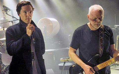 Benedict Cumberbatch Joins Dave Gilmour On Stage & Sings 'Comfortably Numb'