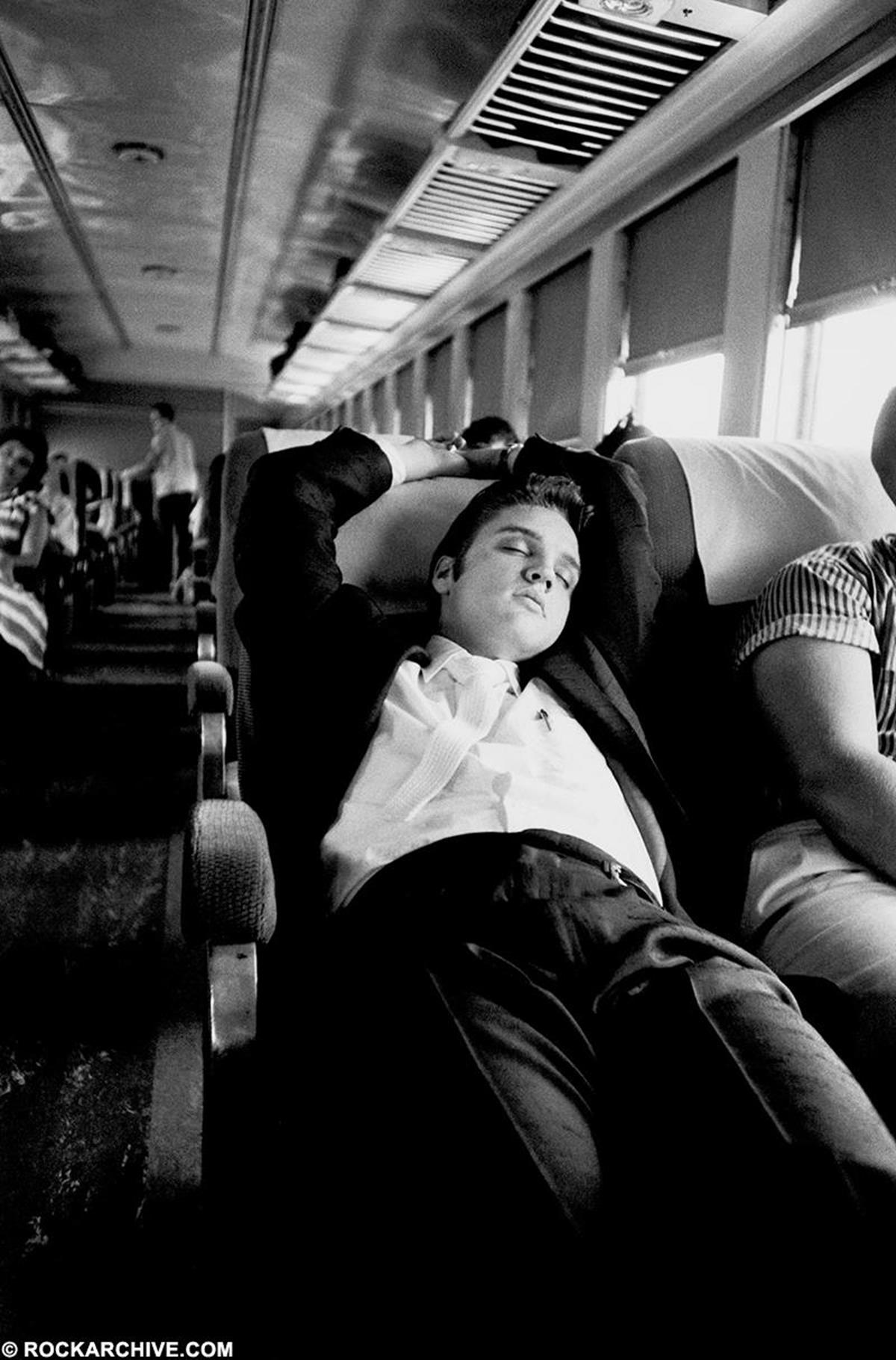 Elvis Presley taking a nap in July 1956 on the Southern Railroad between Chattanooga, heading towards Memphis, Tennessee, his home. © Alfred Wertheimer