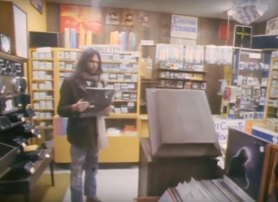 Mystery Shopper Experiment Finds >> Neil Young Goes Record Shopping In 1972 Finds A Bootleg Album