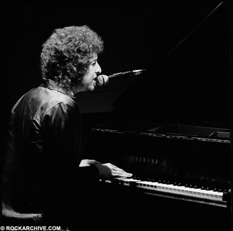 Bob Dylan performing onstage in 1980 during his US Gospel Tour. © Arthur Rosato