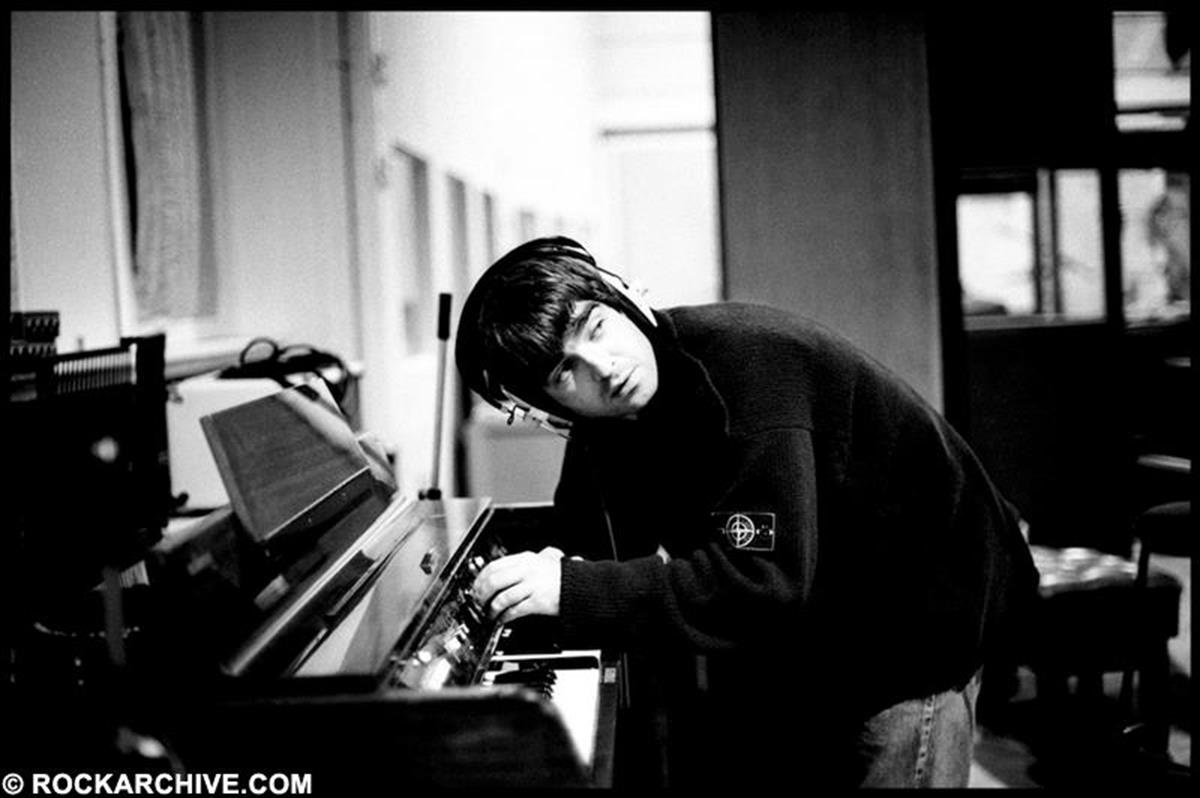 Noel Gallagher whilst recording the Oasis album 'Be Here Now' in October 1996. © Jill Furmanovsky