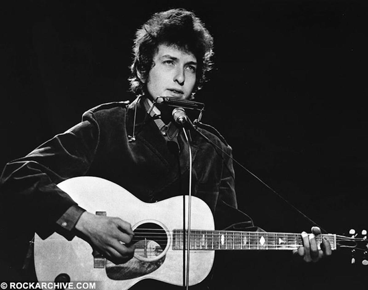Bob Dylan rehearsing for a live TV show at  BBC TV Studios, Shepherds Bush, London during his 'Don't Look Back' tour. © Barrie Wentzell