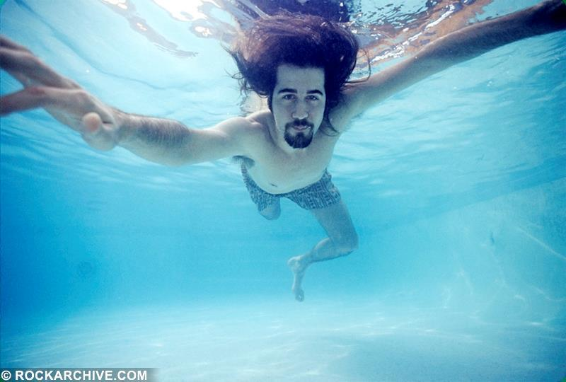Underwater photo of Krist Novoselic in a LA swimming pool whilst on a Nirvana publicity shoot in 1991. © Kirk Weddle