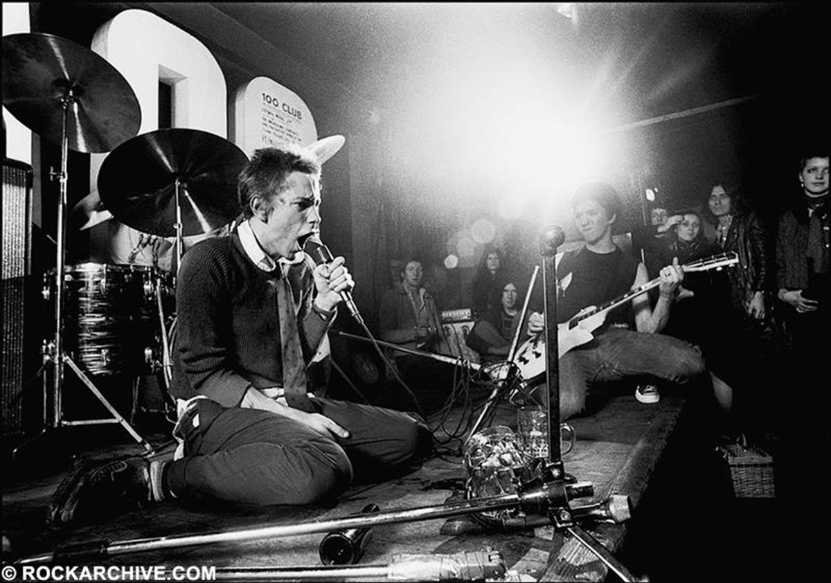 Sex Pistols performing at The 100 club on Oxford Street, London. © Ray Stevenson
