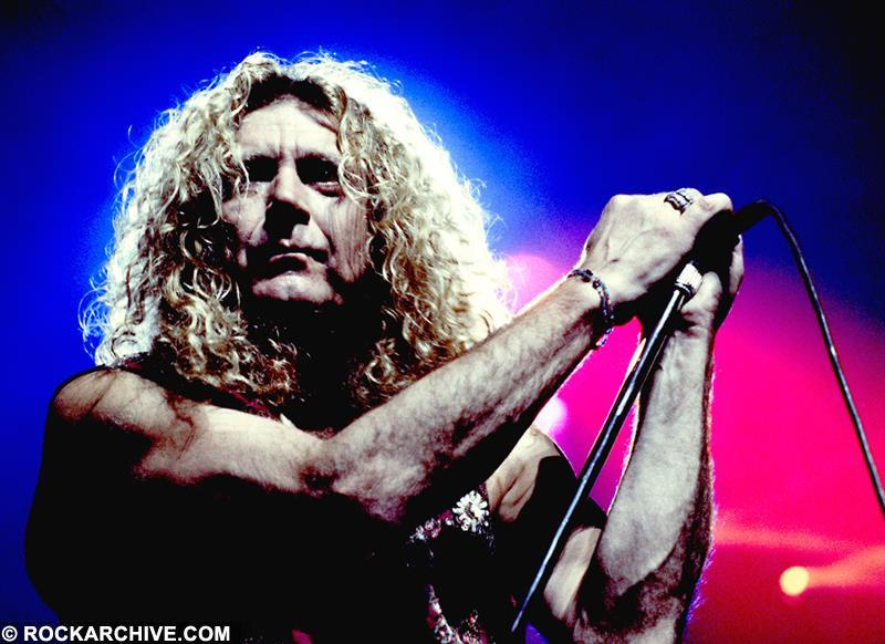 Robert Plant amidst colourful stage lights in Chicago, USA in 1993. © Fernando Aceves