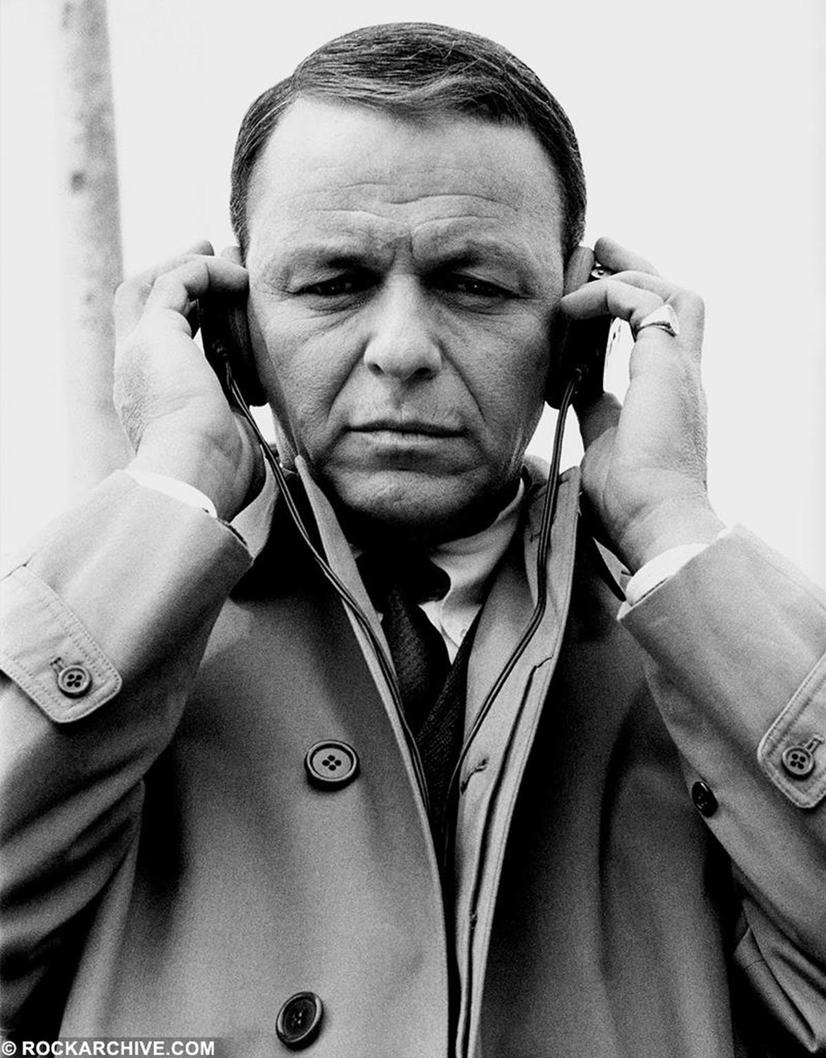 Frank Sinatra on the film set of the Sidney J. Furie film 'The Naked Runner' in 1967. © Allan Ballard